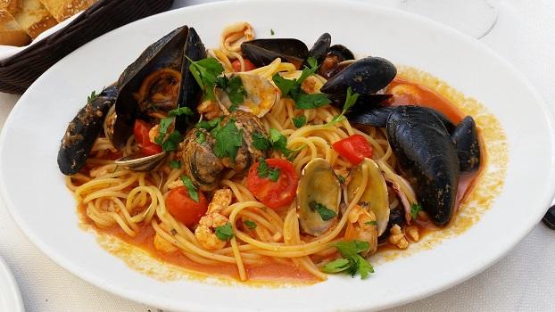 Сицилийские спагетти с морепродуктами (Spaghetti allo scoglio /ai frutti di mare)