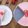[:ru]Клубнично-йогуртовый чизкейк (без выпечки)[:en]No-Bake Strawberry Yogurt Cheesecake[:]