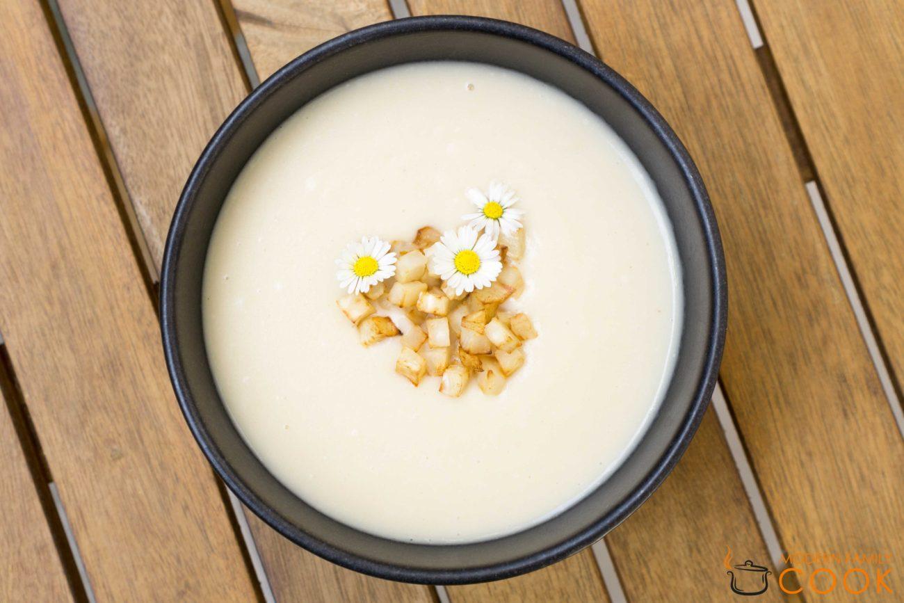 Крем-суп из сельдерея с миндальным молоком