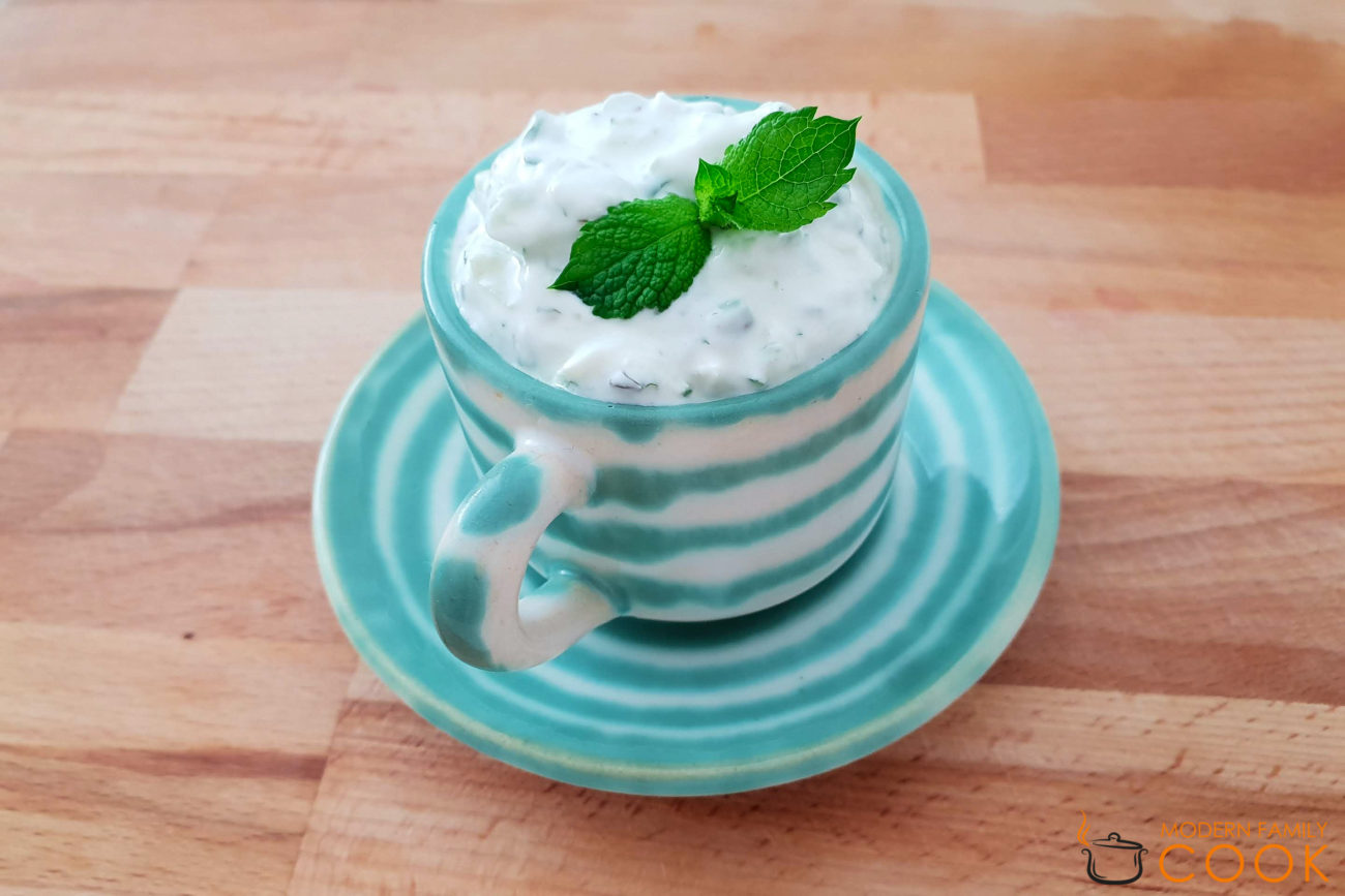 Дзадзики — соус из йогурта и свежего огурца
