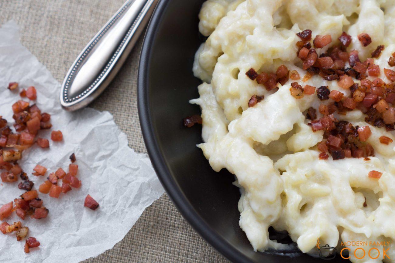 Словацкие картофельные галушки с овечьей брынзой