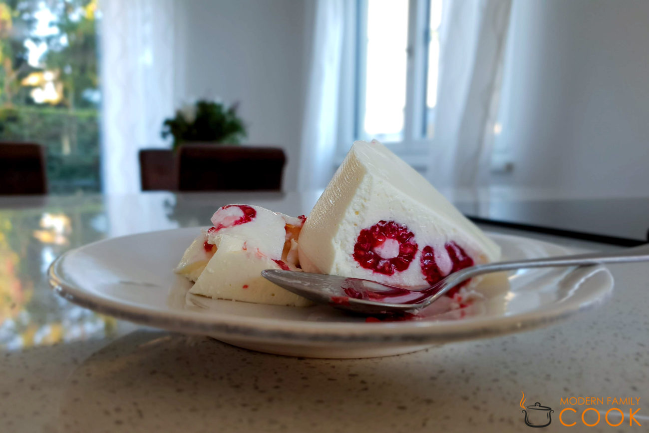 Йогуртовое крем-желе со свежими ягодами
