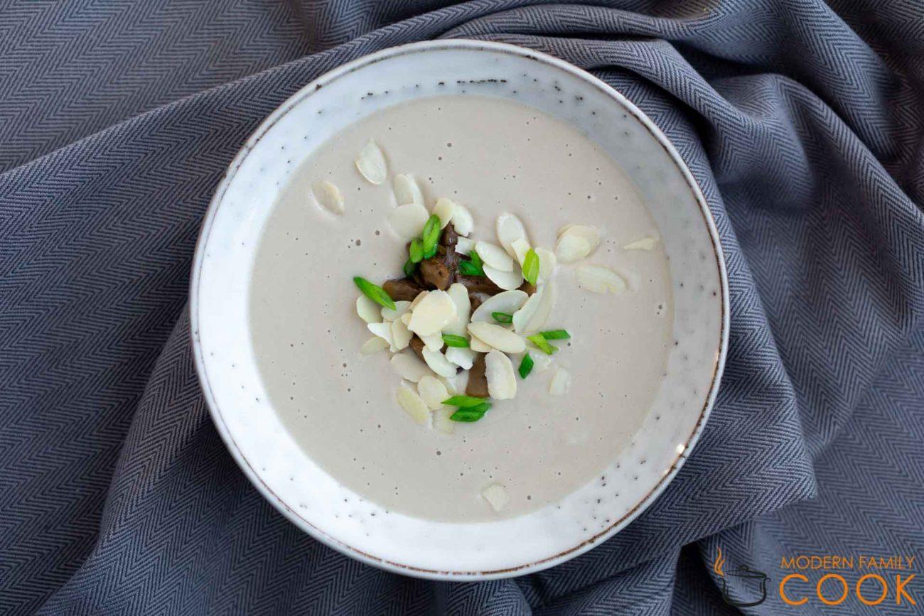Бархатный грибной суп-пюре с миндальным молоком