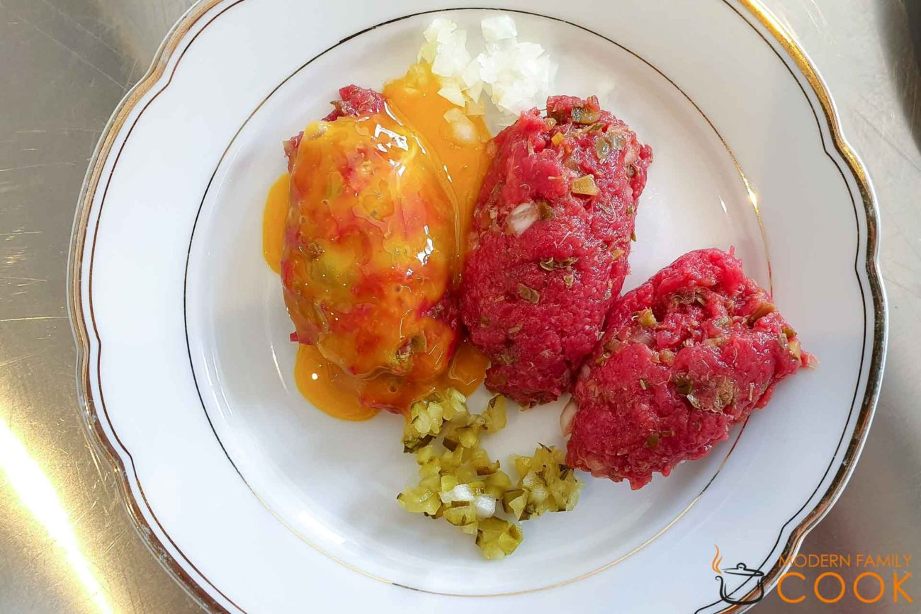 Стейк тартар/Тартар из говядины/Steak tartare