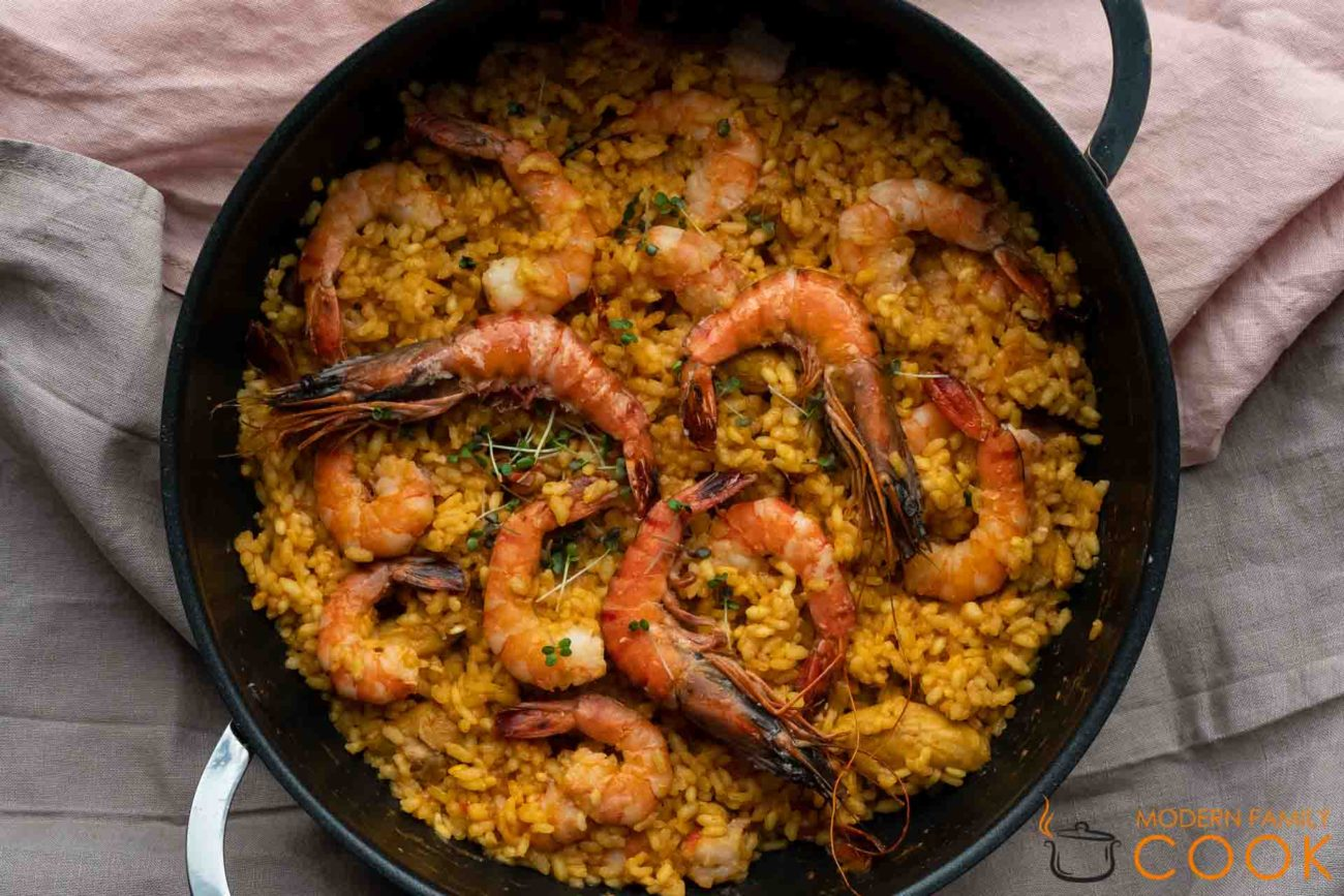 Paella Mixta de Pollo y Gambas – Chicken and Shrimp Paella