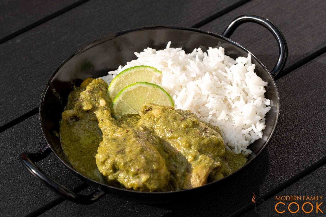Зеленый индийский карри с курицей