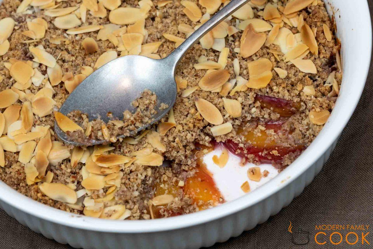 Минадальный крамбл с персиками (gluten-free, dairy-free)