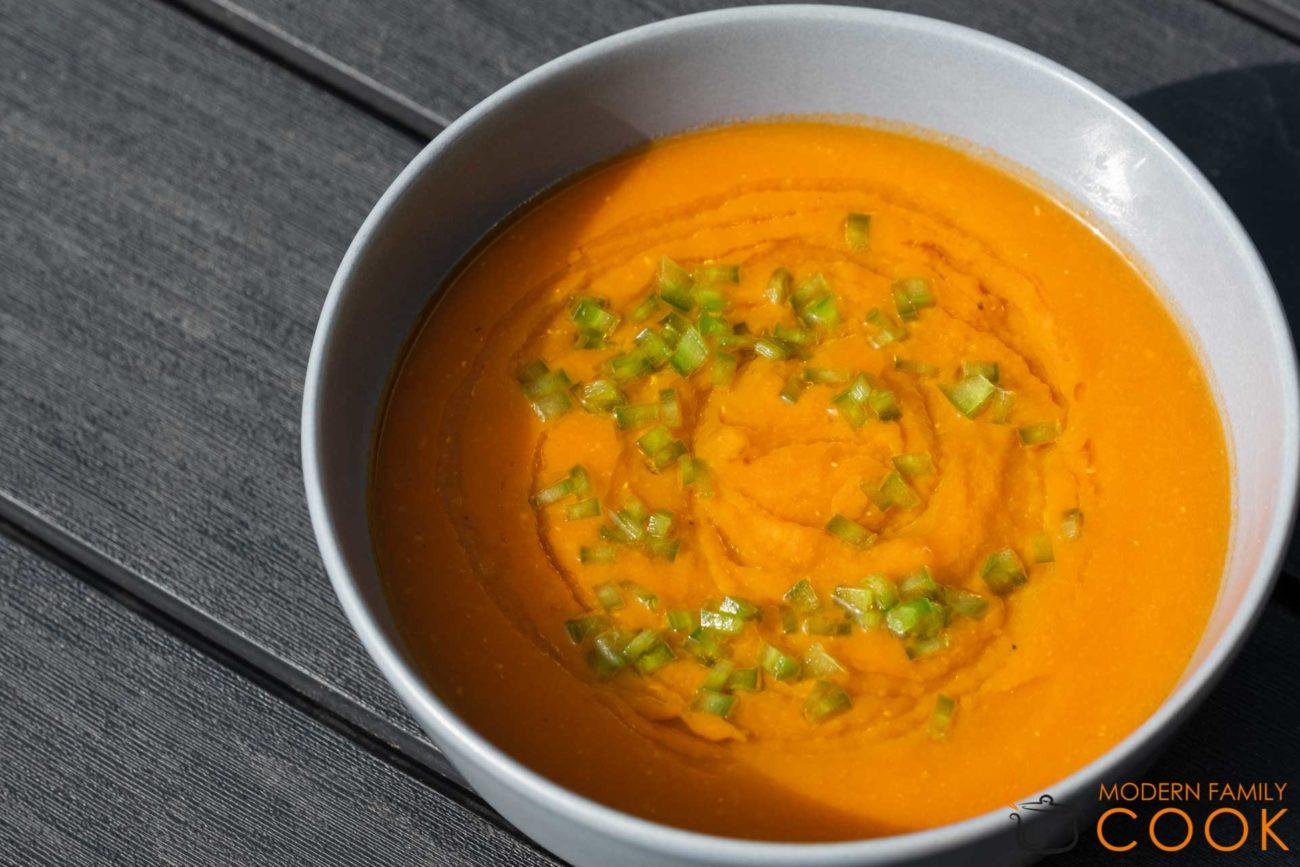 Томатный суп с бататом и чечевицей