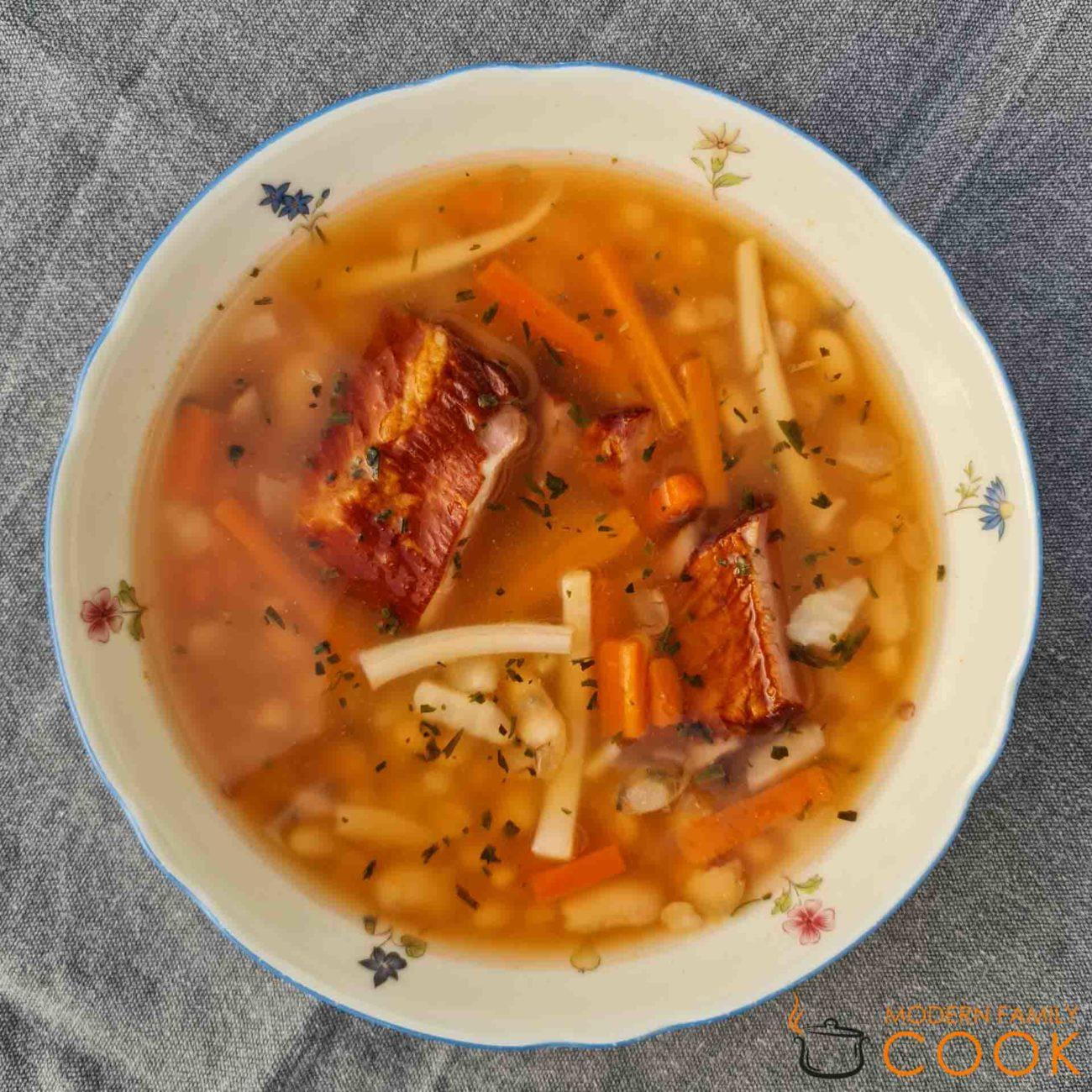 Румынский суп с белой фасолью